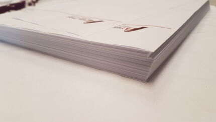 egy tömb fejléces papír