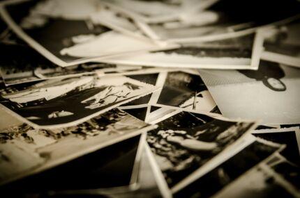 sok régi fénykép egy kupacon