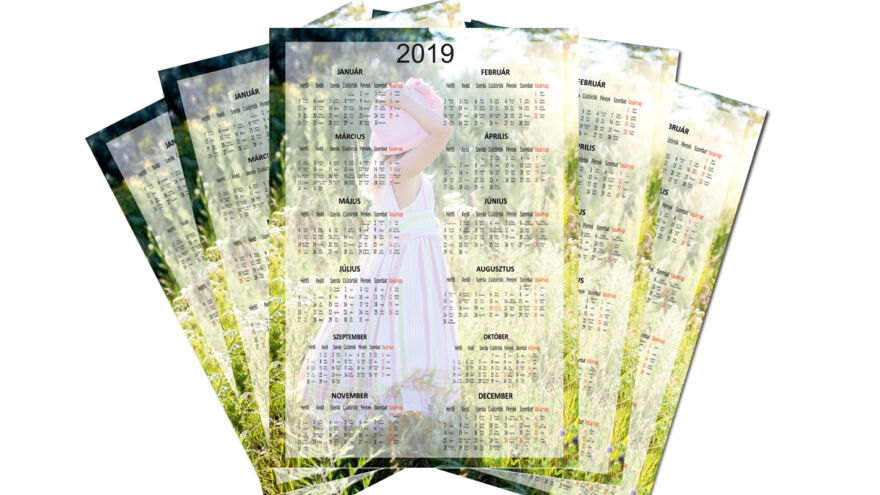 pószter naptárak, amin egy kalapos kislány van
